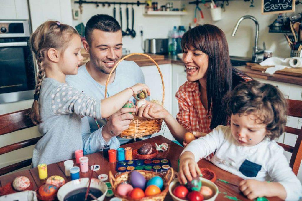 Hacer actividades recreativas en familia te hará sentir más feliz.