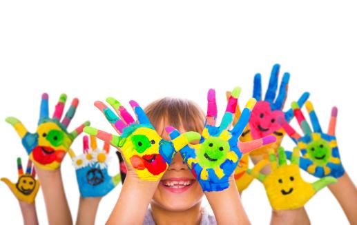 Manos de niños felices